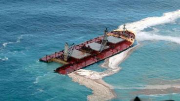 Ship_werck_oil_spills_aerial_view-16x9