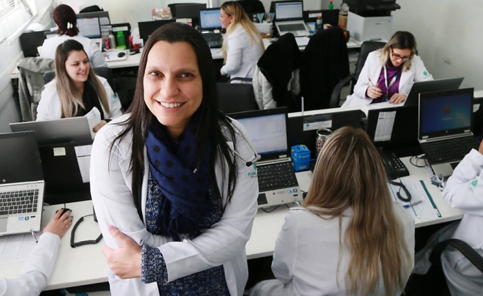 Doutora Andrea de Lemos, diretora da empresa Assist Care, que está inscrita no aplicativo Docway